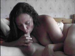 La hermosa joven de 18 años la seduce mexicanas xvideos desnuda frente a la cámara.